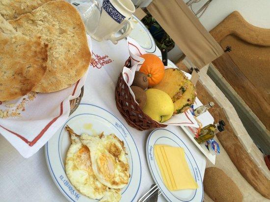 Hotel La Llave de la Jurderia: Breakfast spread