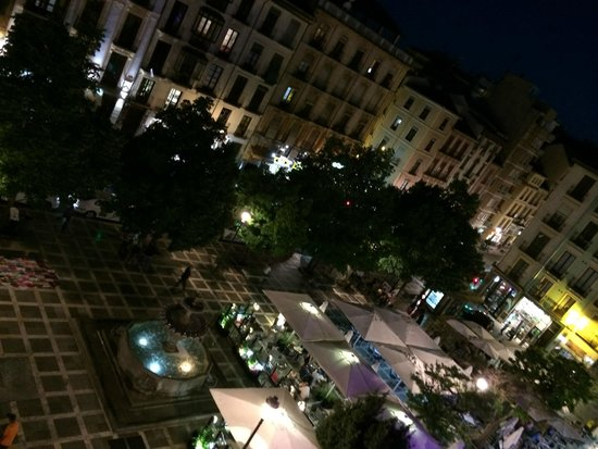 Hotel Macia Plaza: View from room at night of city