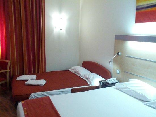 B&B Hotel Madrid Airport T1 T2 T3: кровать для детей