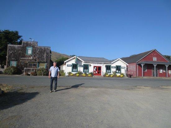 The Elk Cove Inn & Spa: The town of Elk.