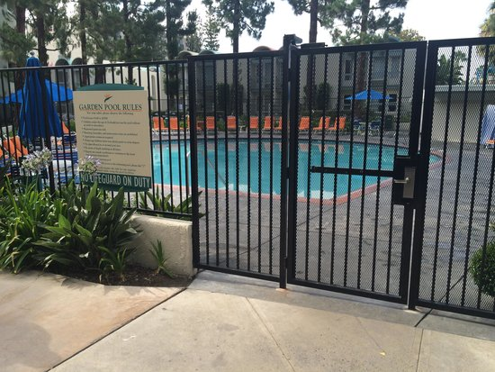 Howard Johnson Anaheim Hotel and Water Playground: Garden Pool in front of Building 2