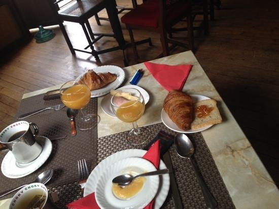 Detective Hotel : petit dejeuner