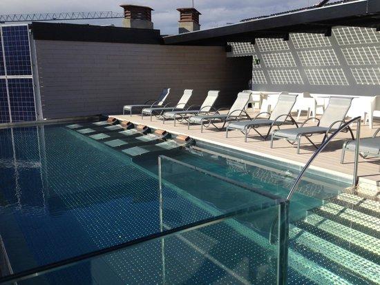 Hotel Olivia Balmes: Rooftop pool