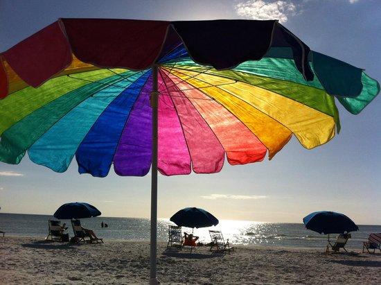 GullWing Beach Resort : Relaxing under the shade