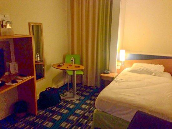 Chambre pmr numéro 2 : lit simple photo de hotel ibis styles