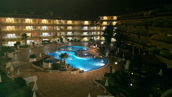HOVIMA Jardin Caleta : Pool area at night