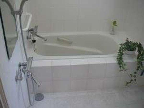 Guest house alo alo : お風呂と洗面所だけ一階。家族でどうぞ