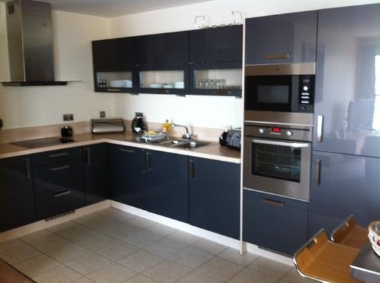The Sands - Sea Front Apartments: kitchen