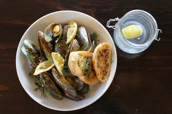 Chocolate Brown Cafe: White Wine and Garlic Mussels
