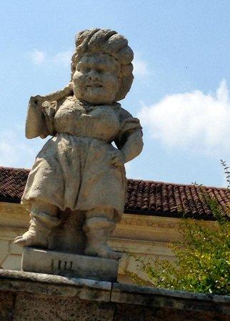 Villa Valmarana ai Nani: A female dwarf