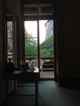 Hotel Staubbach: Room, balcony.