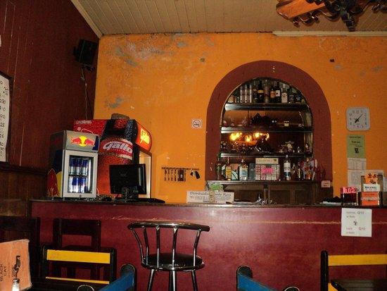 The Black Cat Hostel Xela: The reception/ restaurant