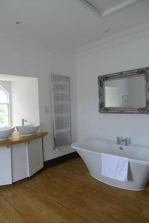 Duchray Castle: Rob Roy MacGregor Suite Bathroom