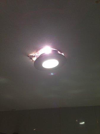 Ramada Milton Keynes: Shower Lighting