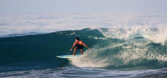 Casas de Soleil : unidentified surfer swalping