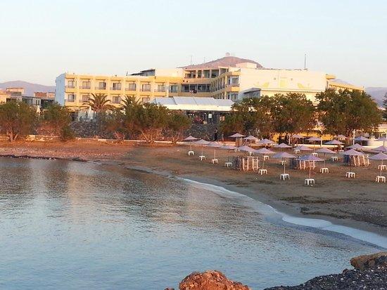 Beach Club Aphrodite : VIEW OF HOTEL FROM BEACH