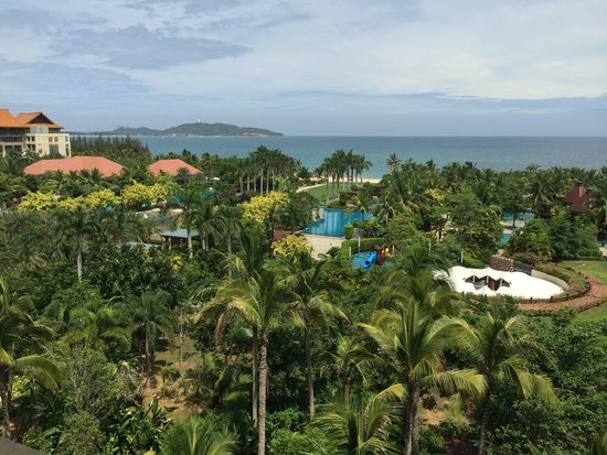 Renaissance Sanya Resort & Spa: View of the grounds and sea from balcony