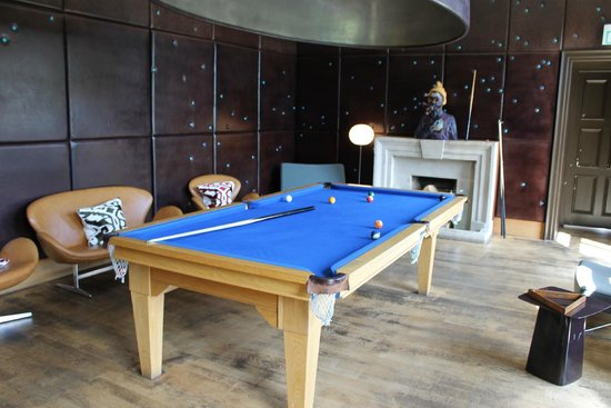 Cowley Manor: The pool Room
