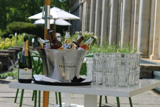 Cowley Manor: Drinks on the terrace