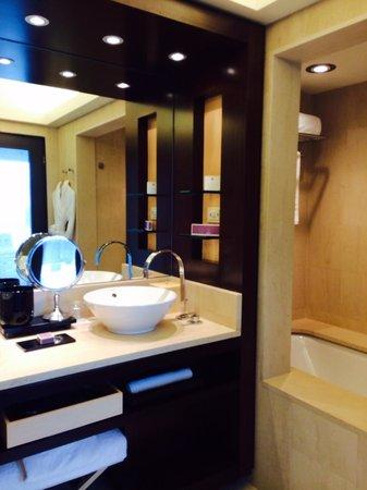 Hotel Arts Barcelona: Bathroom