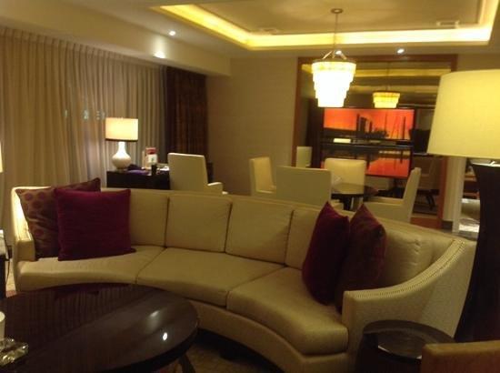 Conrad Macao Cotai Central: ホテルの部屋の様子
