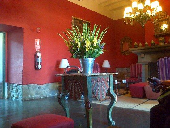 Casa Andina Premium Cusco: Flores frescas y hermosas en las àreas comunes