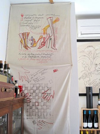 Osteria La Gensola : Very cool tablecloth art displayed