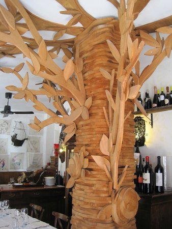 Osteria La Gensola : wooden tree sculpture...very interesting touch