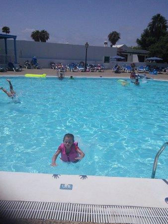 Hyde Park Lane: Main pool