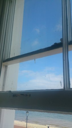 Chatsworth House Hotel: windows not clean