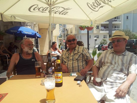 a sunny stop of at the Whyte Harte Bugibba