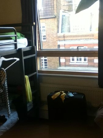 YHA London Central: 8 people room