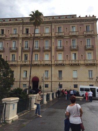 Des Etrangers Hotel & Spa: Frente do hotel