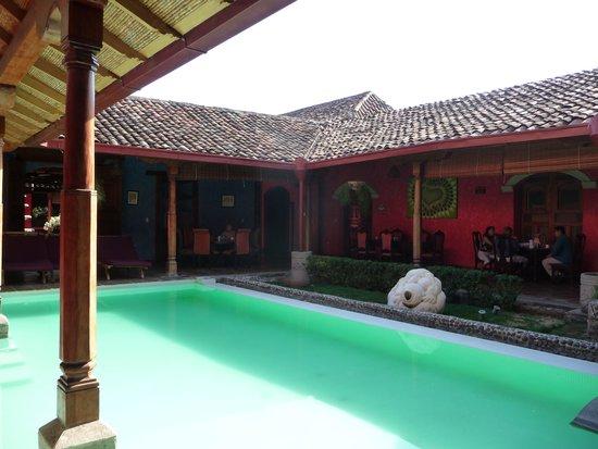 Hotel Casa del Consulado: Breakfast round the Pool