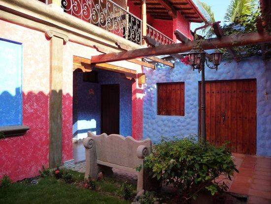 Hotel Casa del Consulado: Colourful Front Door