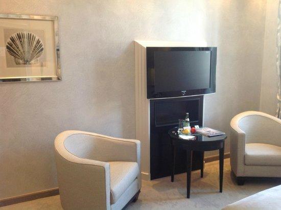 Bayerischer Hof Hotel : Zimmer, Teilansicht