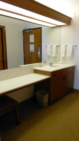 Shilo Inn Suites - Ocean Shores: Bonus sink & counter space.