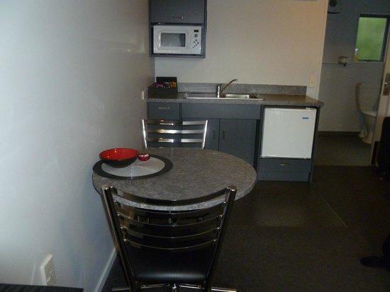 Oamaru Motor Lodge: kitchenett