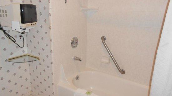 Shilo Inn Suites - Ocean Shores: Handicap-friendly.