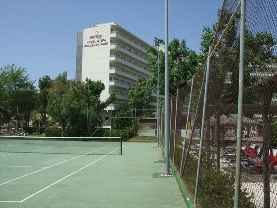 FERGUS Style Pollensa Park SPA: View from the tennis court.