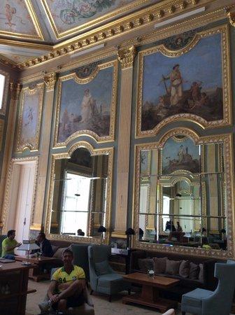 Pestana Palacio do Freixo: Palácio! Uma das suas lindas salas!
