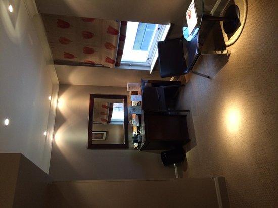 Radisson Blu Edwardian Sussex Hotel: Bedroom Desk Area - Executive Room