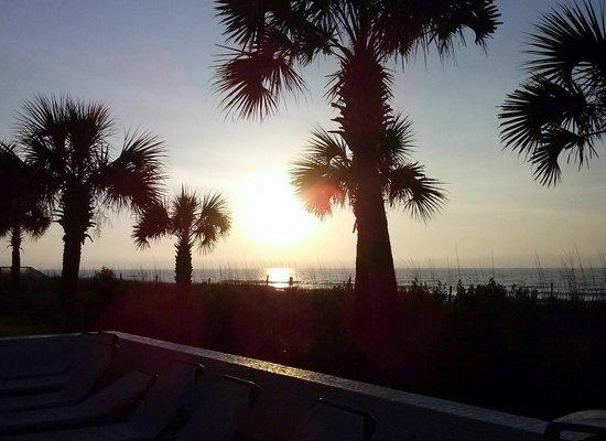 Oceanfront Litchfield Inn: Sunset at a Quiet and Clean Beach