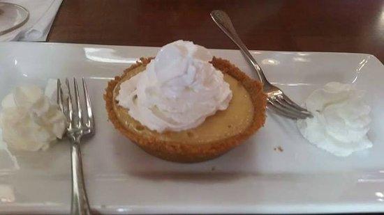 Virgin Fire Bar & Grill: Key Lime Pie Dessert