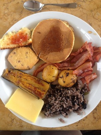 Arenal Kioro Suites & Spa: A few choices from the complimentary breakfast.