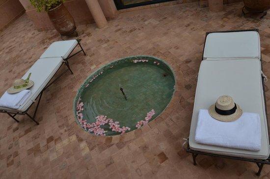 Zona exterior do pavilhão no Amanjena-Marrakech