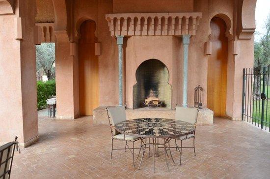 Restaurante da piscina no Amanjena-Marrakech