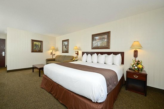 ClubHouse Inn West Yellowstone : One king bed