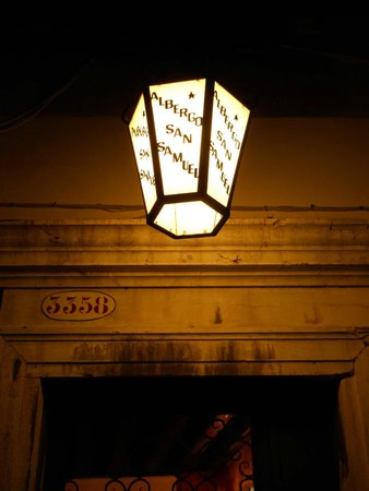Hotel San Samuele: Entry Light