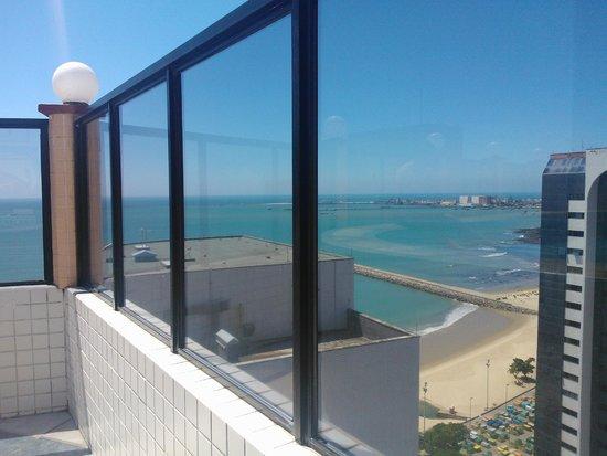 Hotel Brasil Tropical : vista da piscina para a praia